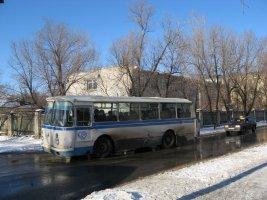 Автобус ЛАЗ на маршруте в Ахтубинске