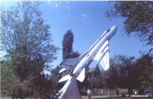СУ17М2 напротив спорткомплекса